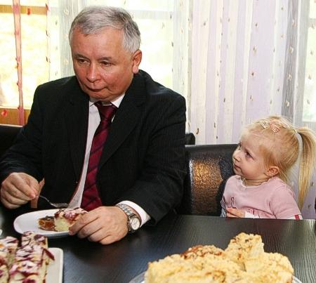 http://paradowska.blog.polityka.pl/wp-content/uploads/kaczynskiTort450ost.jpg